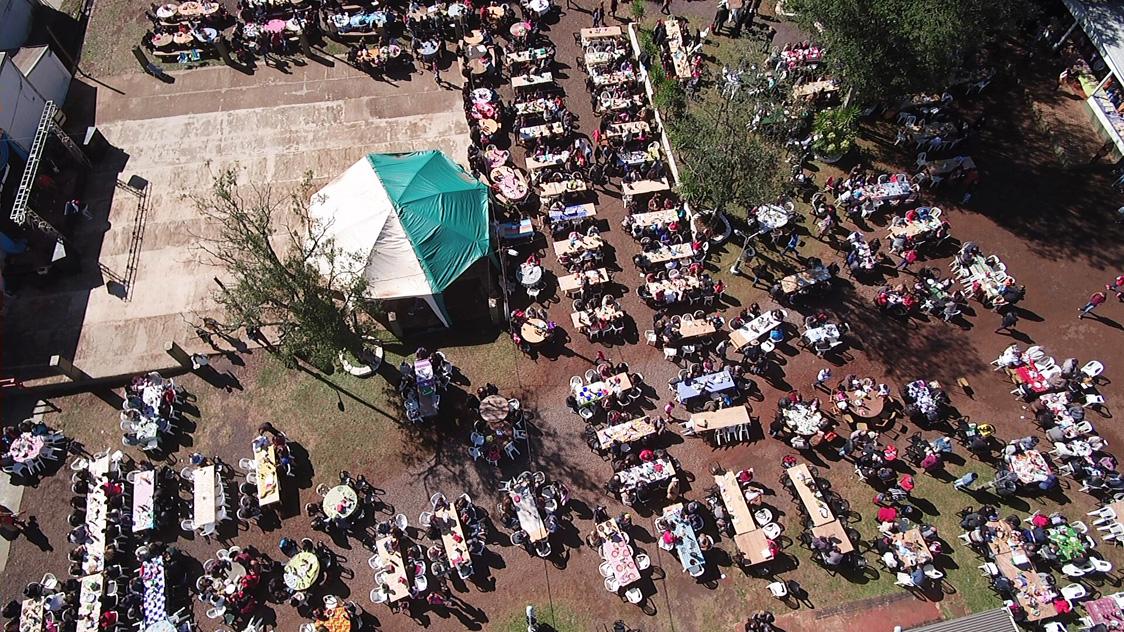 A pesar del frío, miles de personas celebraron la tradicional fiesta de la parroquia San Juan Neumann de San Vicente