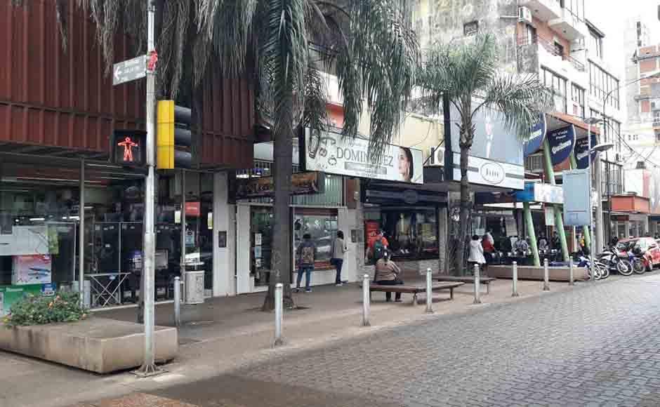 Poco movimiento comercial en la ciudad de Posadas durante la tarde del feriado