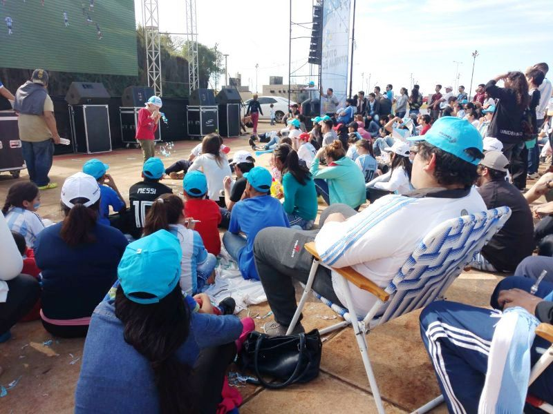 #Mundial2018: Un centenar de personas vieron la eliminación de Argentina en la costanera posadeña