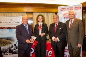 Visitando la embajada argentina en Londres, para divulgar la cultura de la yerba mate