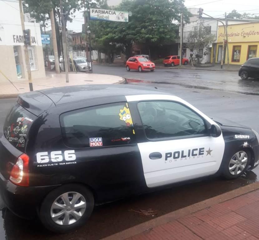 Posadas: había ploteado su auto como un móvil policial y lo interceptó un patrullero