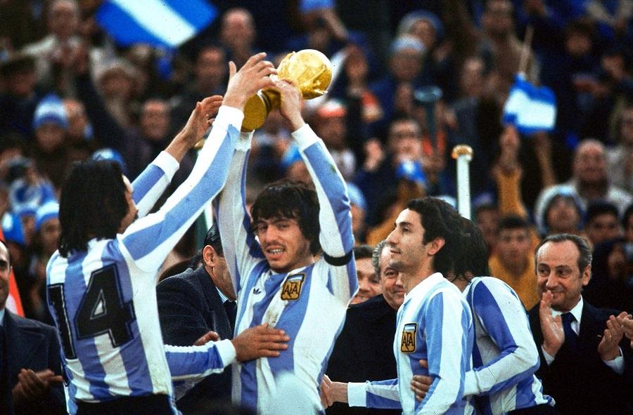 Hace 40 años Passarella levantaba la primera copa del Mundo para la Argentina