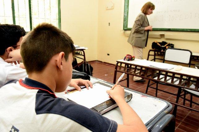 Gran expectativa con el adelanto de mesas de exámenes de invierno en secundarios