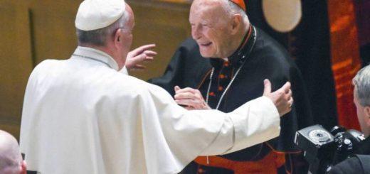 El Papa Francisco ordenó que se remueva de sus funciones a un cardenal acusado de abuso sexual a menores