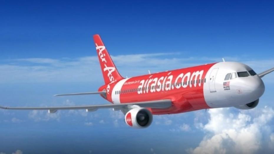 Hallazgo macabro: encuentran el cuerpo de un bebé en un avión de AirAsia