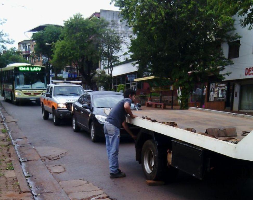 Eldorado: detienen a un automovilista ebrio que estaba ensayando maniobras peligrosas en pleno centro