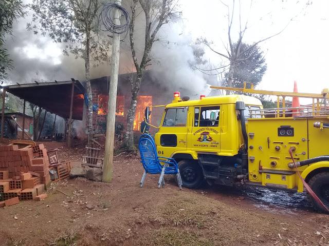 Un incendio destruyó por completo una vivienda en San Vicente