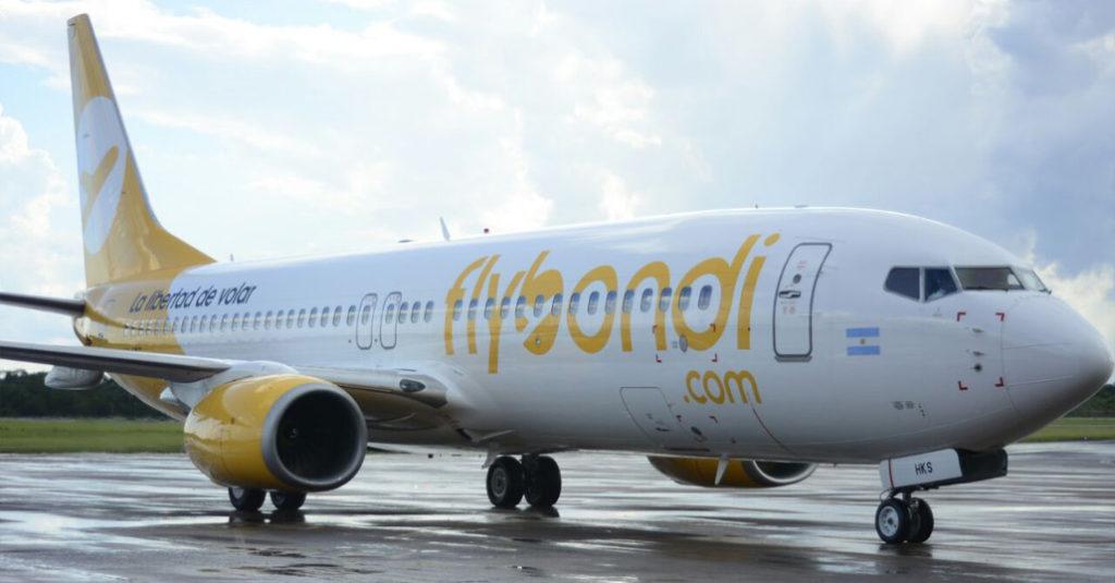 Video: cientos de pasajeros varados y enojados por la cancelación de vuelos de la aerolínea Flybondi