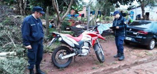 La policía incautó una moto robada la cual dejaron abandonada