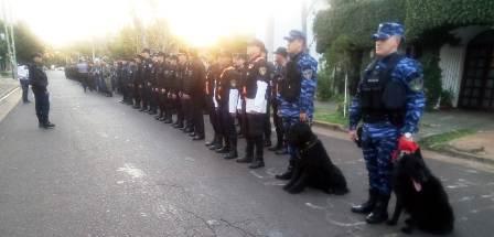 Megaoperativo: 400 Policías trabajan a pleno recorriendo barrios y haciendo controles viales