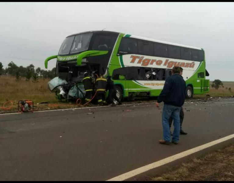 Accidente fatal en la ruta 14: los cuatro heridos, entre ellos el chofer del micro, están fuera de peligro
