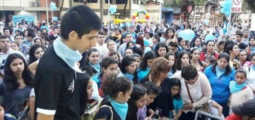 """Eldorado: el """"Festival por la Vida"""" colmó la plaza Sarmiento de celeste y blanco"""