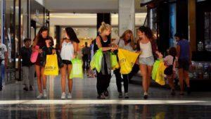 Por la devaluación, ahora los chilenos vienen a la Argentina a hacer compras