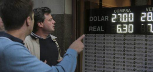 El dólar sigue en caída y cerró con una baja de 58 centavos