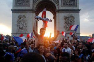 El triunfo de Francia en el Mundial desató la locura en París: hubo celebración e incidentes
