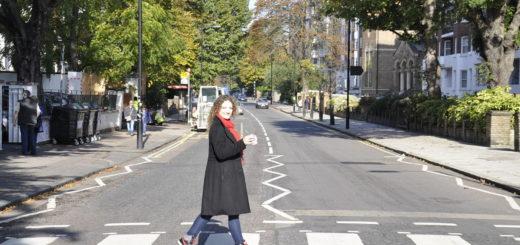 Bebiendo Mate en Abbey Road, la calle de Los Beatles en Londres