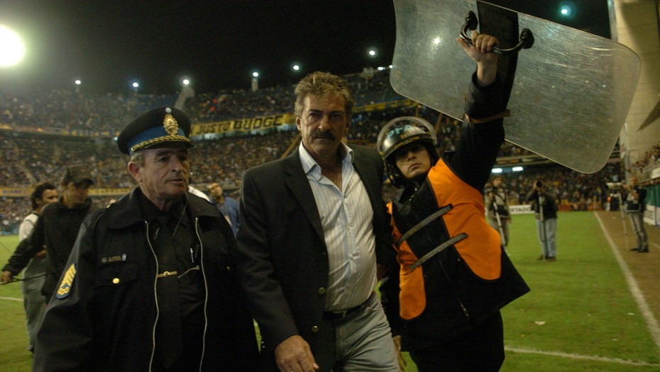 La justicia mexicana ordenó el arresto del técnico argentino Ricardo La Volpe por acoso sexual