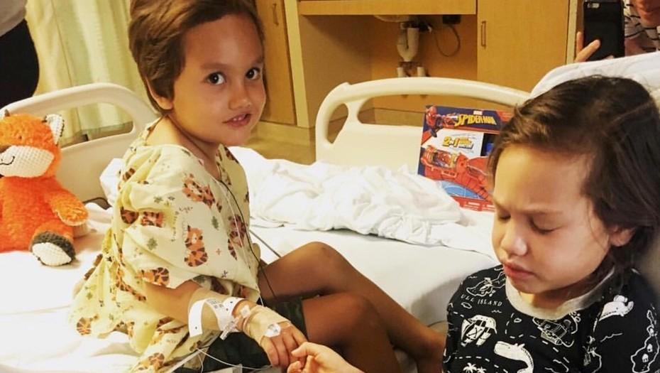 El drama de dos hermanitos: los diagnosticaron con cáncer cerebral con solo dos semanas de diferencia
