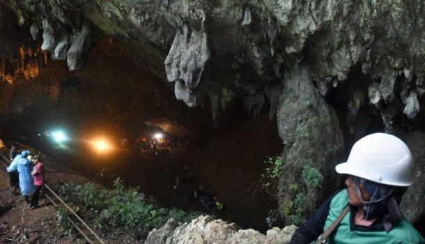 Tailandia: continúa la desesperada búsqueda de los 12 chicos que quedaron atrapados en una cueva