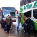 Las empresas de transporte continúan bajando pasajeros fuera de la terminal de Posadas
