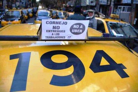 Se aprobó la Ley que permite la llegada de Uber a Mendoza