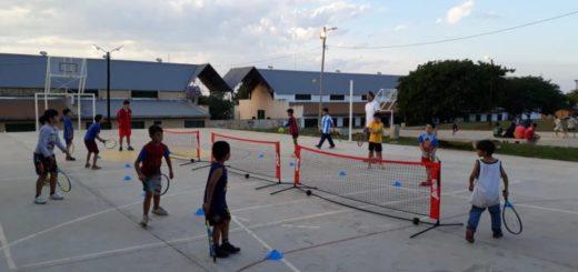 """""""Red en Juego"""" lleva el tenis a los barrios de Posadas"""
