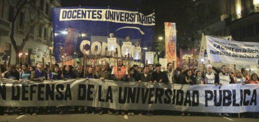 Docentes universitarios rechazaron ayer la propuesta del gobierno de un 15 por ciento y continúan con el paro