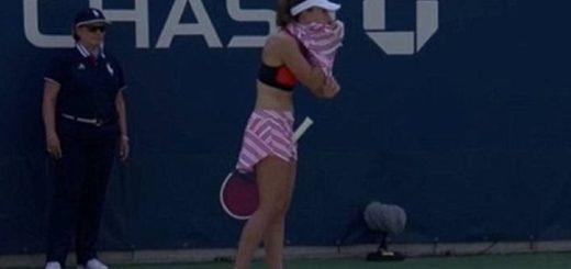 Repudio en el US Open: una tenista fue sancionada por sacarse la camiseta en pleno partido