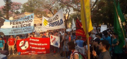 Multitudinaria convocatoria en la Plaza 9 de Julio en defensa de las Universidades Públicas