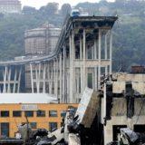 Son ya 42 los muertos por el derrumbe del puente en Italia y siguen las tareas de rescate