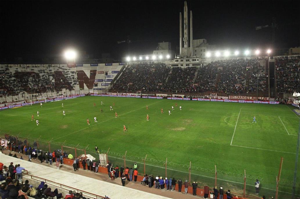 La Superliga multó a Huracán: una mínima sanción por el pésimo estado del campo de juego ante River