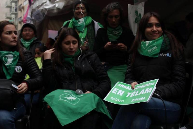 Debate sobre la legalización del aborto: así lo viven miles de personas afuera del Congreso