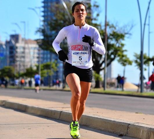 Atletismo: Brenda Spasiuk se metió entre las diez mejores del ranking argentino