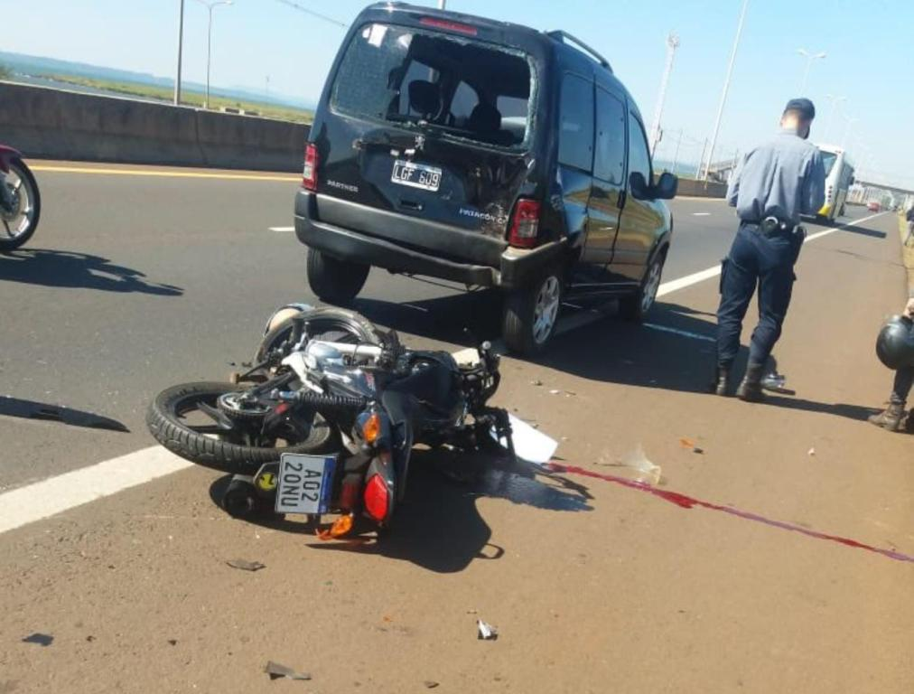 Acceso Sur de Posadas: motociclista grave tras chocar contra la parte trasera de una camioneta