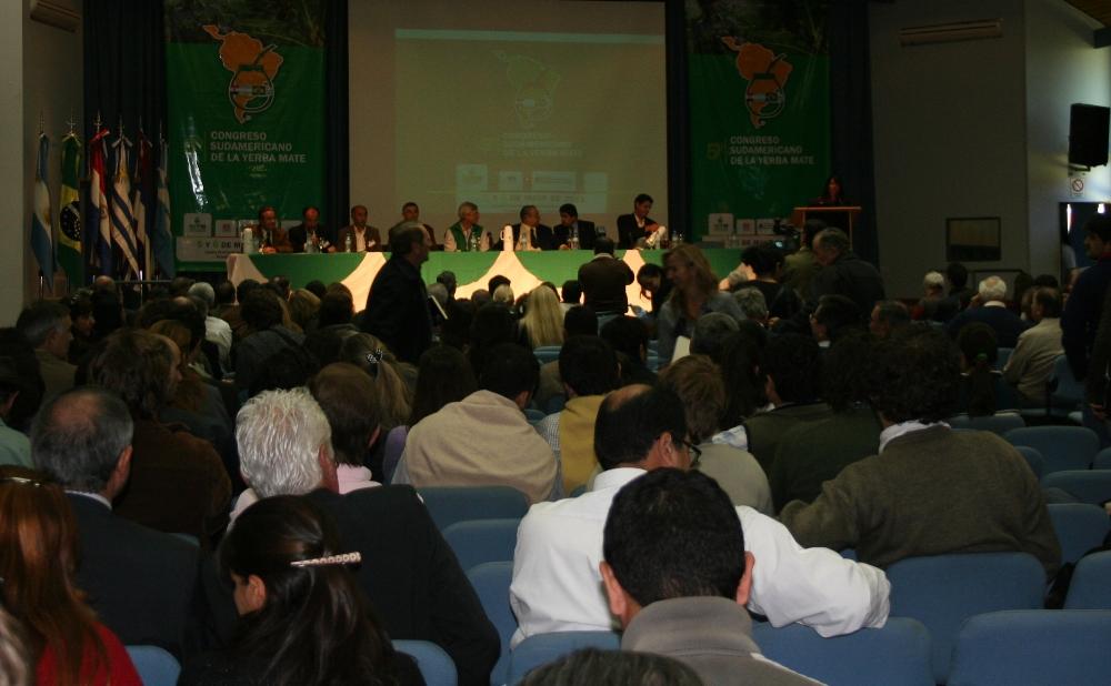 Profesionales idóneos, capacitación en tecnologías y mejor comunicación serían los desafíos institucionales de los ingenieros agrónomos