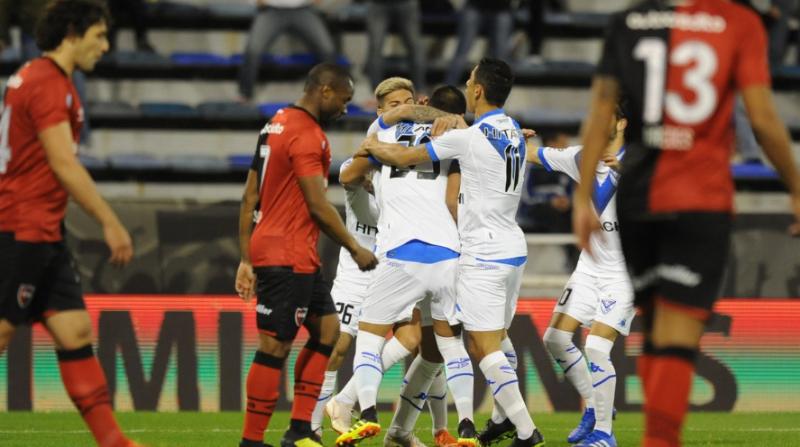 Vélez le ganó a Newell`s en el arranque de la Superliga