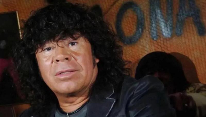 La familia de la Mona Jiménez rompió el silencio tras su internación: ¿qué le pasa al cantante?