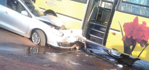 Automovilista chocó a un colectivo y luego escapó en remís del lugar del accidente