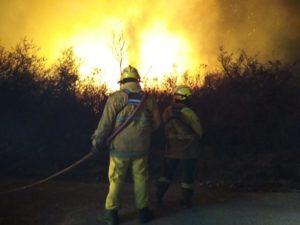 Córdoba: incendio fuera de control avanza en la zona turística de Capilla del Monte
