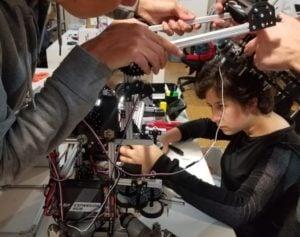"""Destacan el esfuerzo de Cynthia Beutler, la joven estudiante posadeña que viajó 12 fines de semana seguidos a Buenos Aires para armar """"el robot del Mundial"""""""