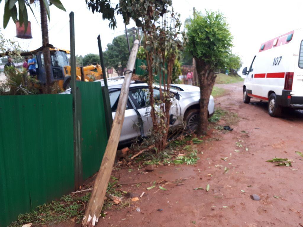 Eldorado: embarazada perdió el control de su auto y terminó contra el cerco de una vivienda