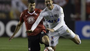Independiente no pudo quebrar al Santos y se irá en cero a la revancha en Brasil