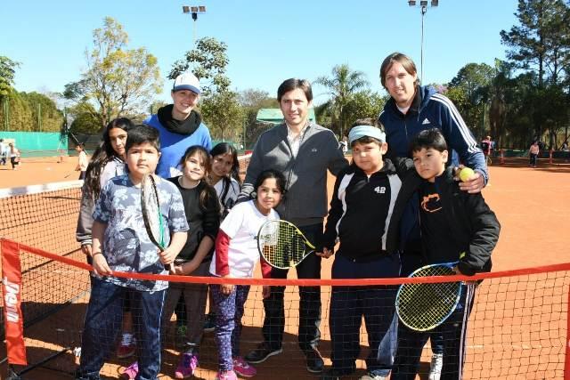Jóvenes tenistas de los barrios de la EBY compitieron en el Club CAPRI