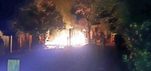 Campo Grande: joven madre perdió la casa en un incendio y acusa a su ex de haber iniciado el fuego