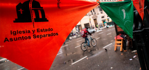 """Diputados del frente """"Cambiemos"""" presentan un proyecto para remover símbolos religiosos de los edificios públicos"""