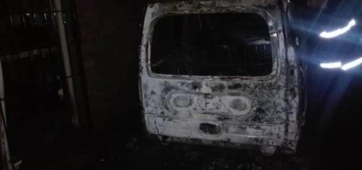 Oberá: incendio afectó una casa y una camioneta que estaba en el garaje