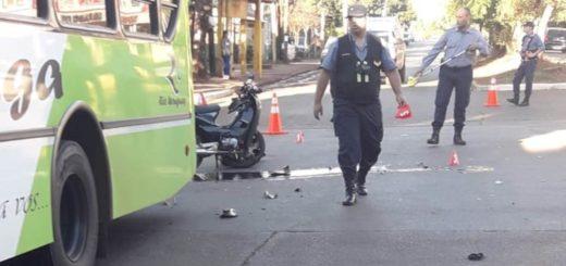Motociclista grave tras chocar contra un colectivo en Posadas
