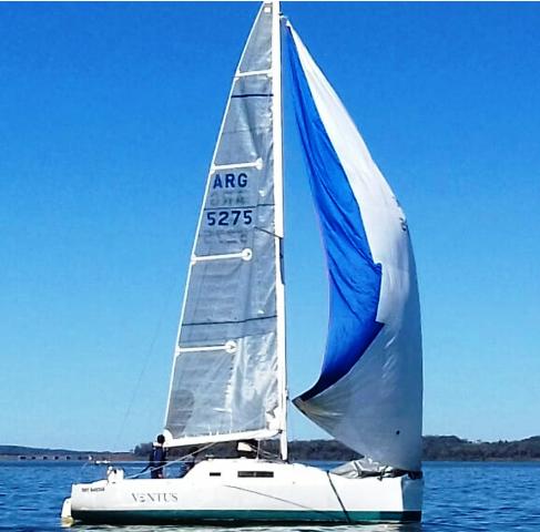 El Velero «Menos es Más» se llevó la regata aniversario del Yacht Club Posadas