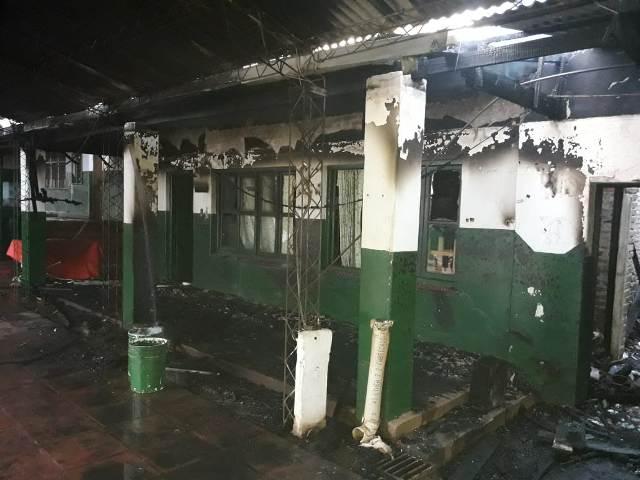 """""""Es una calamidad, no sé cómo pueden tocar una escuela donde asisten niños"""", manifestó desconsolada la Directora de la escuela incendiada en Posadas"""