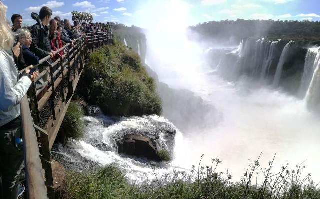Se lucen con todo su esplendor las Cataratas del Iguazú en estos días